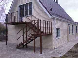 Лестница из металла для частного дома